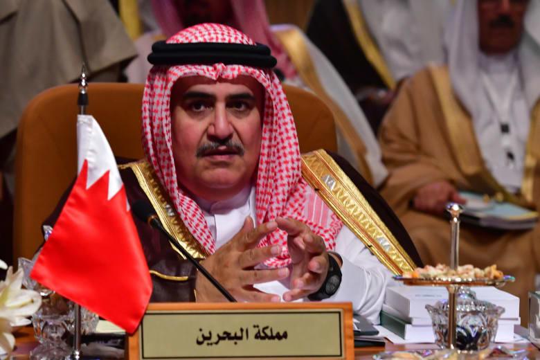 وسط ضجة اتصال أمير قطر.. خالد بن أحمد: قادة البحرين في صف واحد