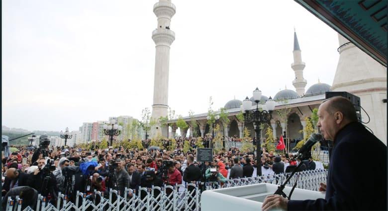 بعد افتتاح أكبر مسجد بتركيا.. أردوغان يتحدث عن المساجد منذ تشييد المسجد النبوي.. ويؤكد: تحويلها لأماكن عبادة فقط أسوء تصرف