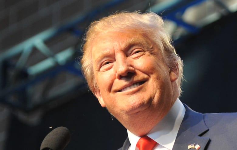 """ترامب يترك رقم هاتف مع السويسريين.. ويقول لقادة إيران: """"اتصلوا بي"""""""