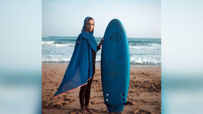 بين الأمواج.. إيرانيات يحدثن ثورة في عالم ركوب الأمواج