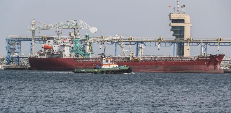 """ما هي جنسيات السفن التي تعرضت لـ""""هجمات تخريبية"""" قرب الإمارات؟"""