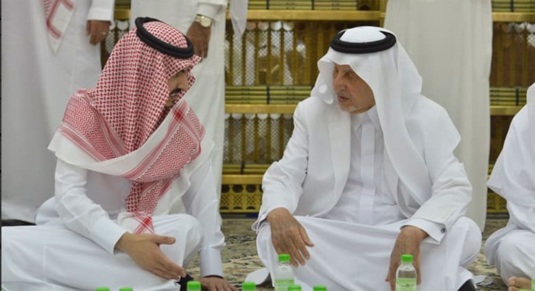 تداول فيديو موقف للأمير بدر بن سلطان مع أمير مكة خلال إفطار مع رجال الأمن.. ومغردون يعلقون