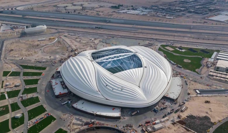 بالصور.. الملعب الذي صممته زها حديد في الدوحة.. والرميحي ينشر صورة لأمير قطر: دون حوائط زجاجية