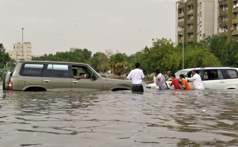 صورة أرشيفية لفيضانات اجتاحت المملكة عام 2010