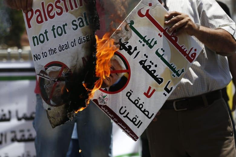 """""""صفقة القرن"""".. أبومازن في قطر ورئيس حكومته يكشف مفاجأة عن مؤتمر البحرين"""