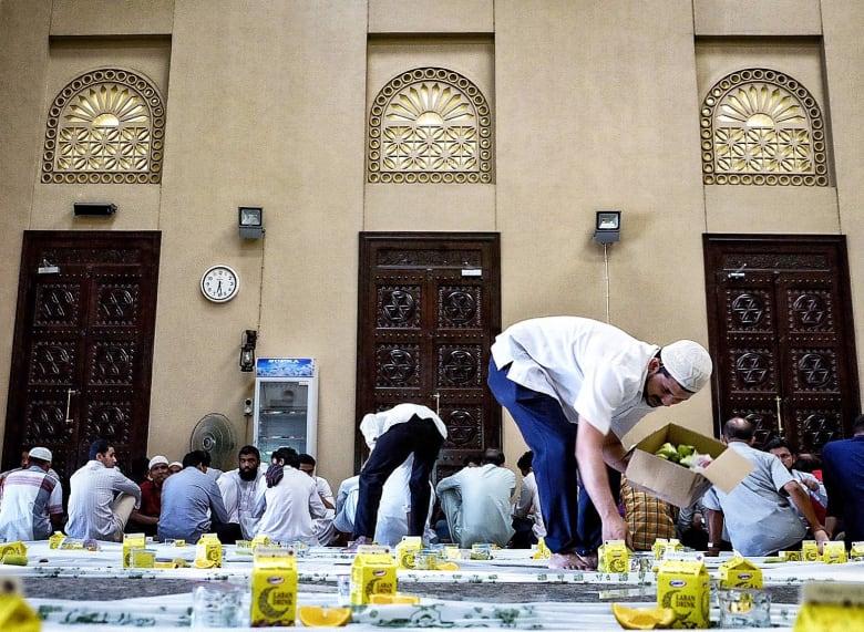 """مصور يرصد بعدسته """"التحول الكبير"""" الذي يطرأ على دبي أثناء رمضان"""