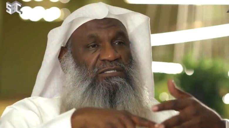 """إمام الحرم المكي سابقا: فصل الرجال عن النساء في الصلاة """"وسوسة"""""""