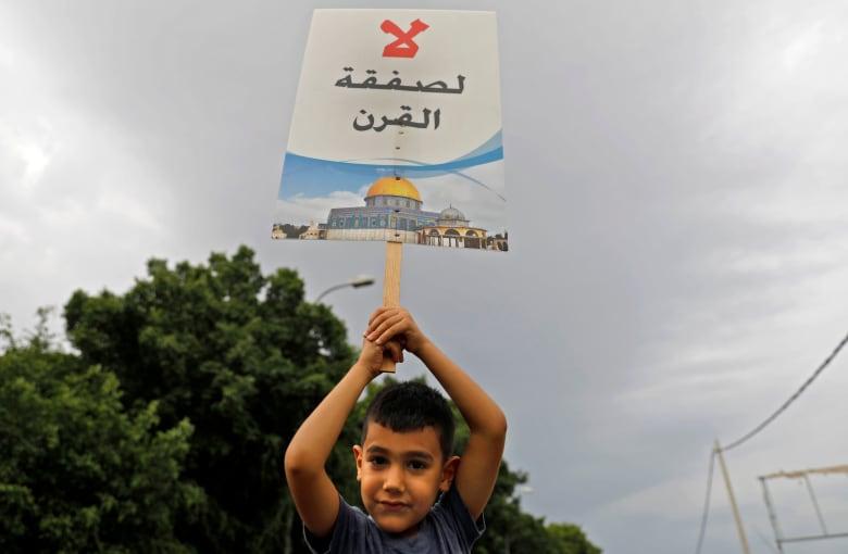 """بشار جرار يكتب عن مقاطعي """"ورشة المنامة"""": طوق النجاة ربما في تحريك المياه الراكدة"""