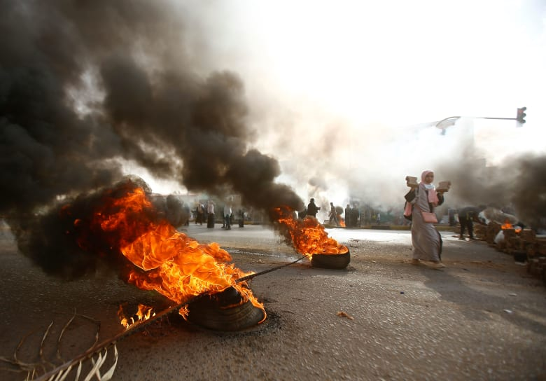 5 قتلى على الأقل في فض اعتصام السودان