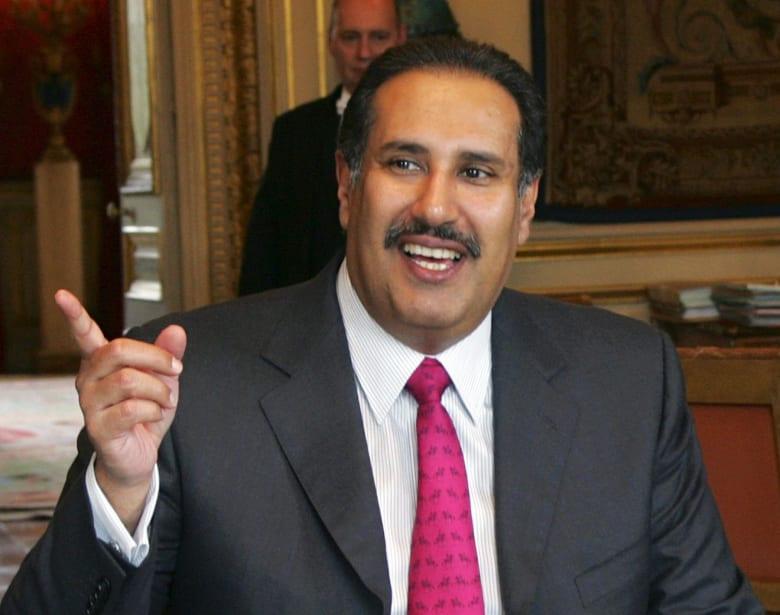 """بعد تصريحات رئيس وزراء قطر الأسبق.. """"حمد بن جاسم يسيء للشعب السعودي"""" يبرز بتويتر.. والعذبة يرد"""