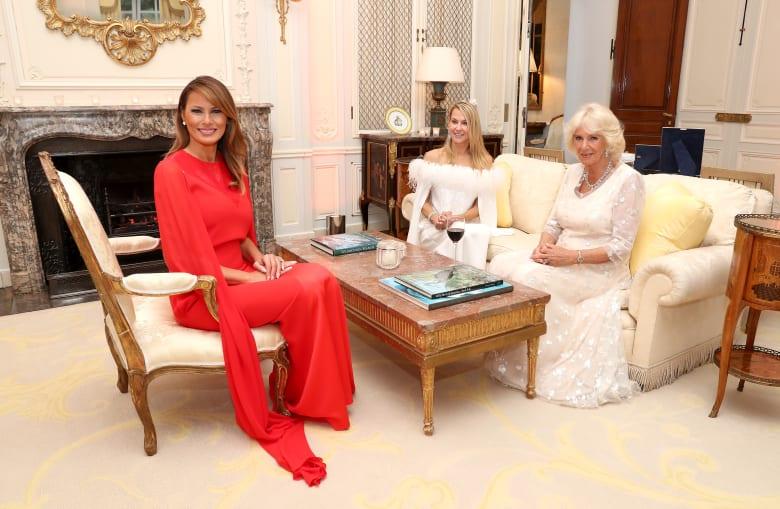 ما هي دور الأزياء التي اعتمدتها ميلانيا ترامب خلال زيارتها لأوروبا؟
