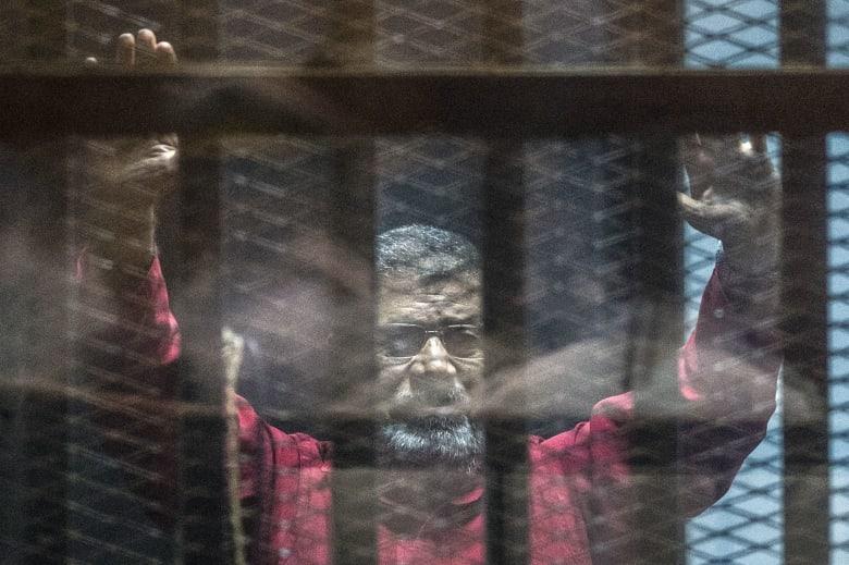محامي محمد مرسي يكشف لـCNN تفاصيل الدقائق الأخيرة في حياته