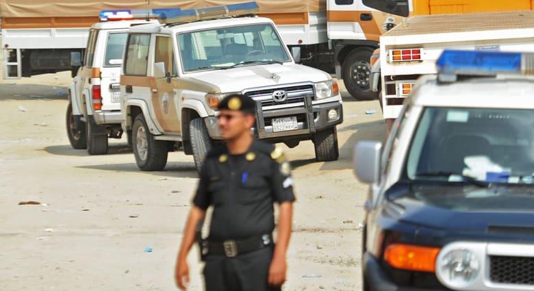 دخلوا منزلا عنوة لفعل الفاحشة بامرأة.. القتل حدا لسعوديان وباكستاني انتحلوا صفة رجال أمن