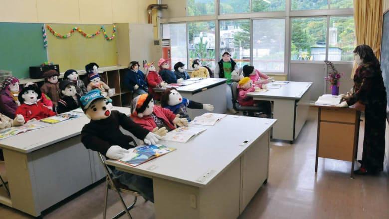 قرية يابانية مليئة بفزاعات على شكل سكان سابقين..فما سبب ذلك؟