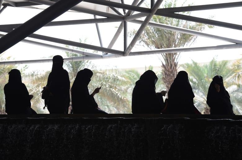 """إعلامي سعودي يرد على من يربطون """"إسقاط الولاية"""" بـ""""الجنس"""""""