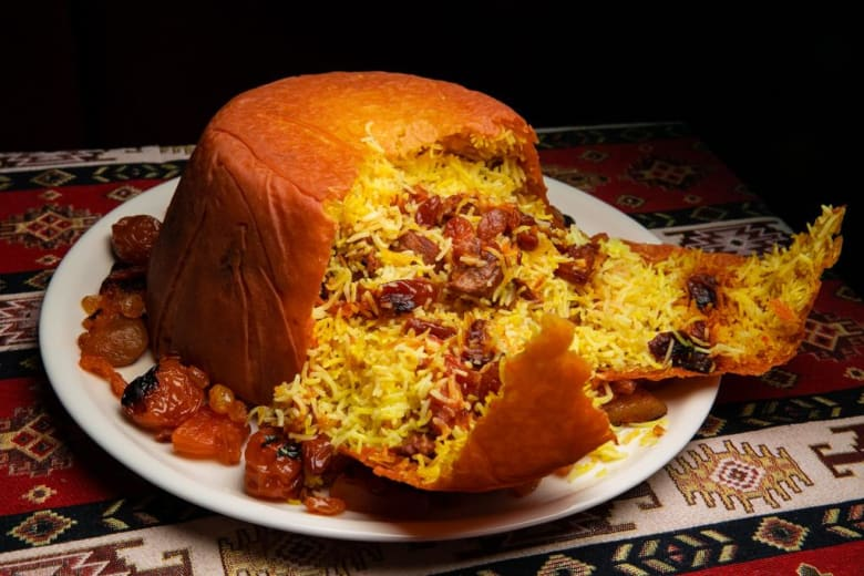 """يوصف بـ""""ملك المطبخ الأذربيجاني"""".. تعرف لطبق """"شاه بيلاف"""" الذي لا تخلو منه الأعراس"""
