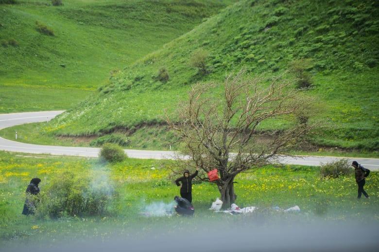 """بحيرة """"باتابات"""" الساحرة.. حيث تجتمع الفصول الأربعة في الوقت ذاته"""