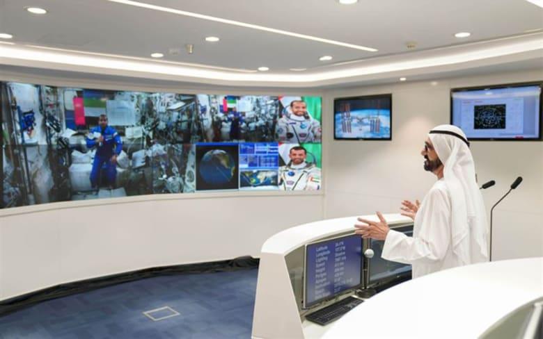 محمد بن راشد يتحدث مع أول رائد فضاء إماراتي في محطة الفضاء الدولية