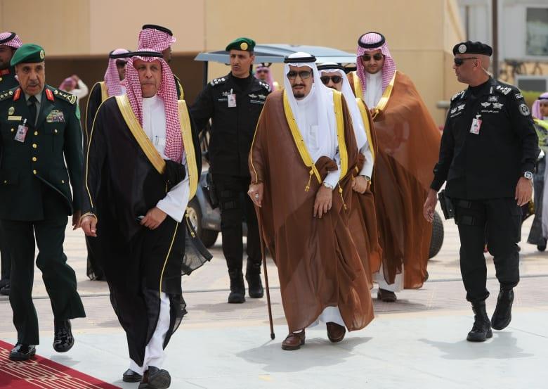 تداول فيديوهات سرعة بديهة عبدالعزيز الفغم.. من لقاء السيسي إلى أوباما