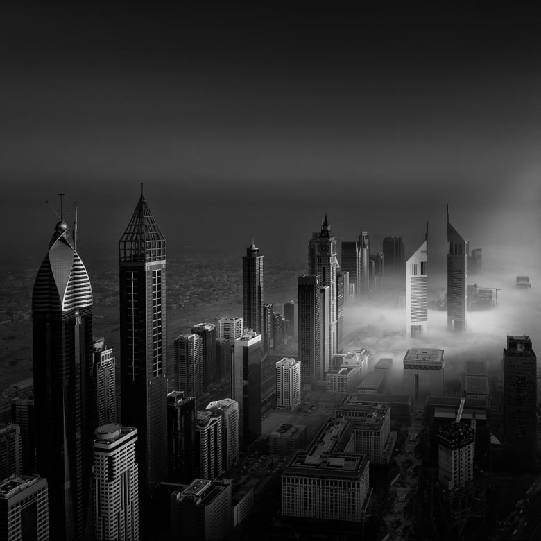 """""""صلابة واضحة"""".. صور تبرز عمارة دبي المميزة بالأبيض والأسود"""