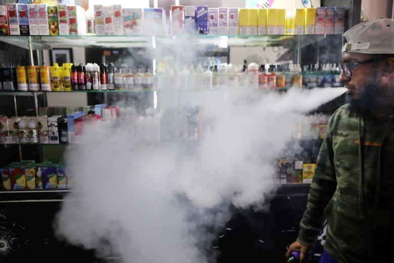 ارتفاع الوفيات بسبب السجائر الإلكترونية في أمريكا إلى 18 شخصا