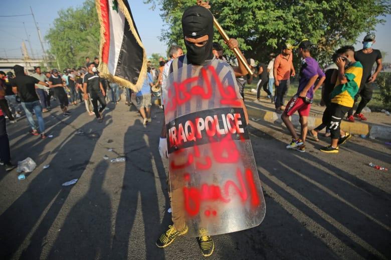 """""""إخوان سنة وشيعة"""".. تداول فيديوهات من مظاهرات العراق"""