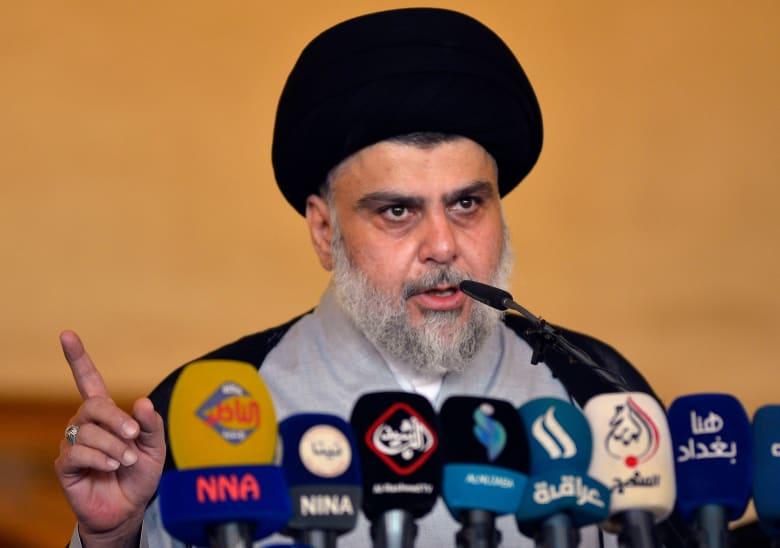 مقتدى الصدر يدعو نواب البرلمان العراقي لتعليق مشاركتهم