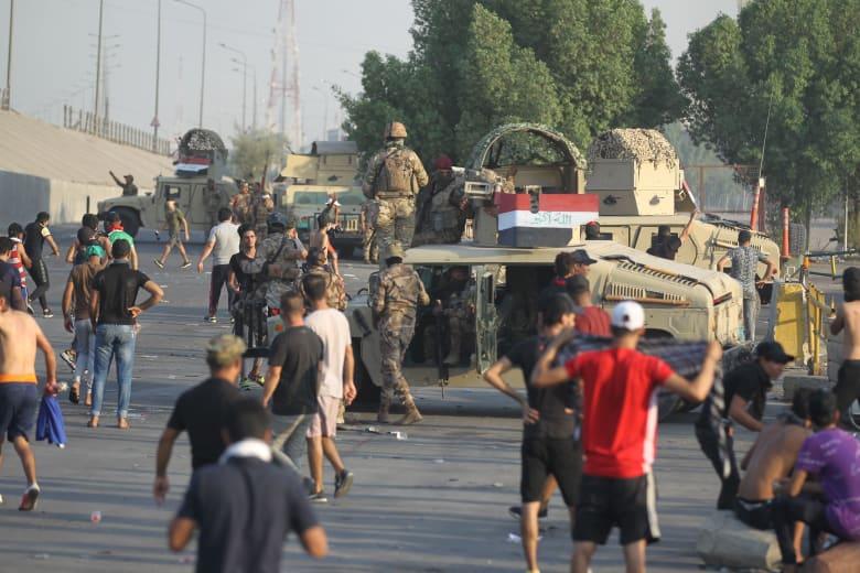 استمرار احتجاجات العراق رغم حظر التجول.. و40 قتيلا على الأقل