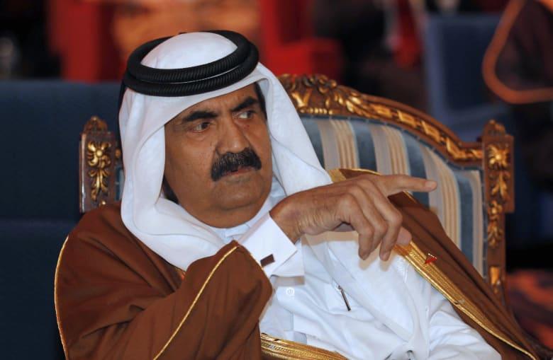 """أمير قطر """"الوالد"""" حمد بن خليفة ومزحة """"كم مرة سجنتك"""" يثير ضجة بتويتر"""