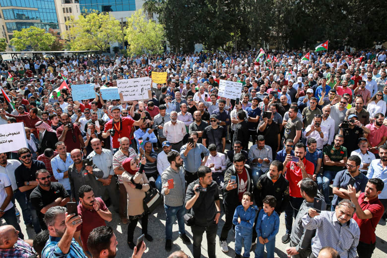 اتفاق بين الحكومة الأردنية والمعلمين ينهي أطول إضراب في تاريخ المملكة