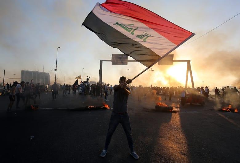 """مرشد الثورة الإيرانية يكسر صمته تجاه احتجاجات العراق: """"مؤامرة"""" لن تفرق طهران وبغداد"""