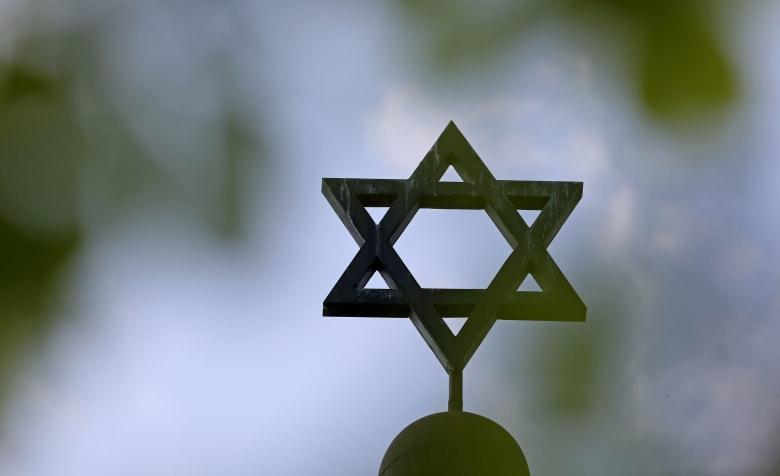 الشرطة الألمانية تعلن سقوط قتيلين وعدة مصابين إثر إطلاق نار قرب معبد يهودي