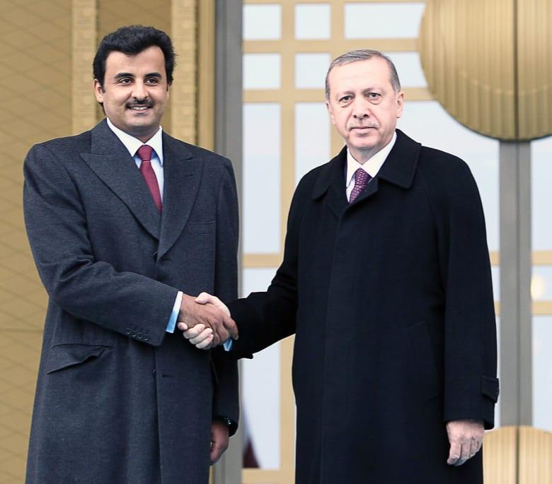 """أمير قطر يستعرض العلاقات الاستراتيجية مع رئيس تركيا وسط إدانات خليجية لعملية """"نبع السلام"""" في سوريا"""
