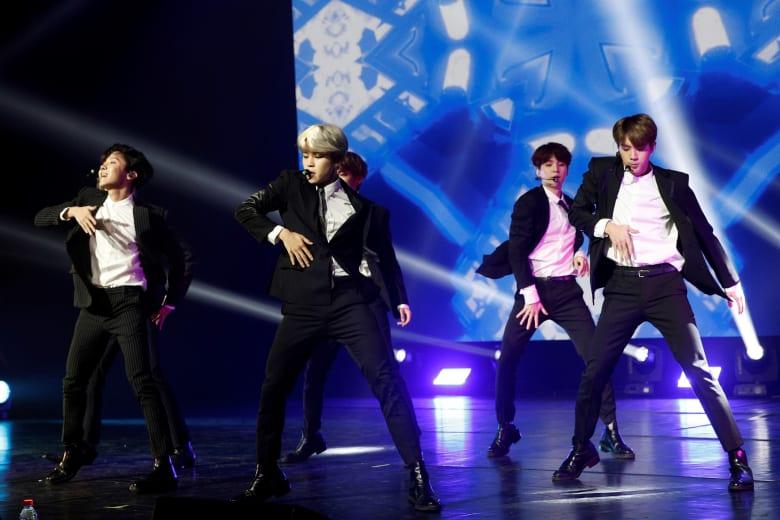 """الفرقة الكورية """"بي تي إس"""""""