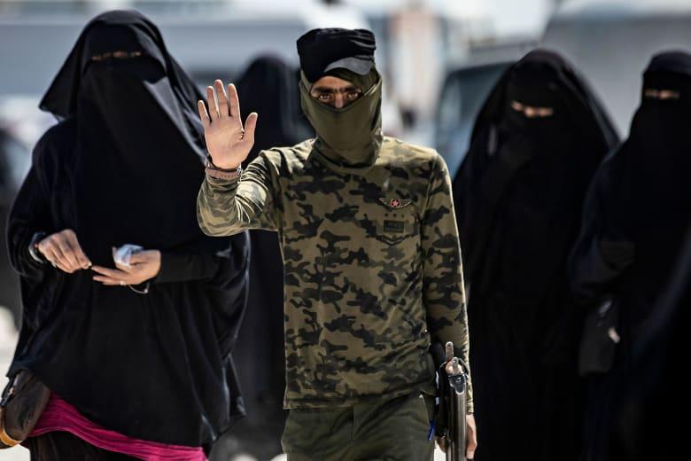 قسد: أعمال شغب في مخيم الحول لدى محاولة نساء داعش الهروب