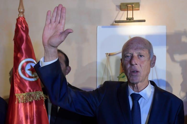 رسميًا.. هيئة الانتخابات تعلن فوز قيس سعيد برئاسة تونس