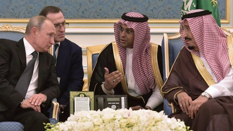 """أهداه من قبل لأمير قطر.. بوتين يهدي العاهل السعودي """"صقر كامشاتكا"""""""