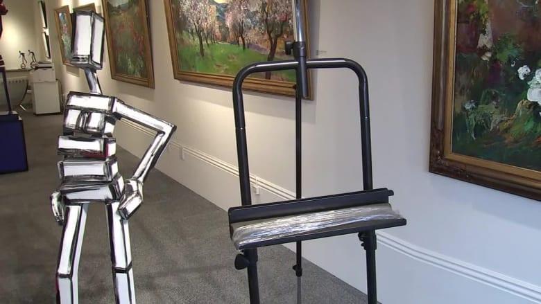 حمل لوحة بقيمة 20 ألف دولار وخرج من المحل.. ما لغز اللوحة المسروقة؟
