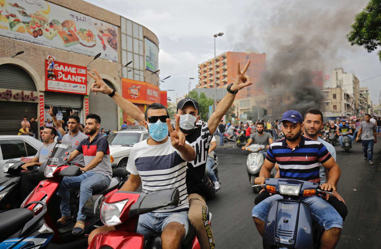 السعودية ومصر تطالبان رعاياهما في لبنان بالابتعاد عن المظاهرات