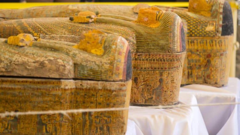 السلطات المصرية تعلن وجود مومياوات بداخل الـ 30 تابوت المخبأ بالأقصر