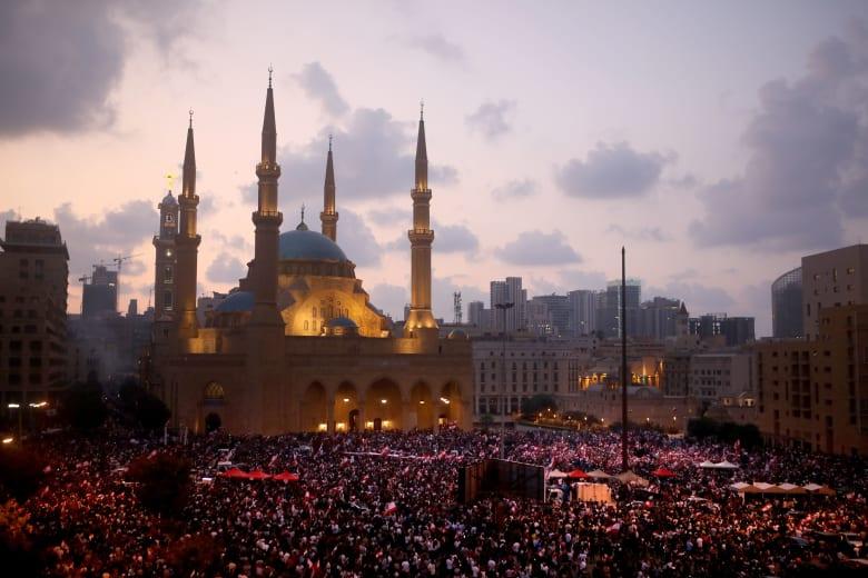 دعوة للإضراب العام في لبنان بالتزامن مع انتهاء مهلة الحريري