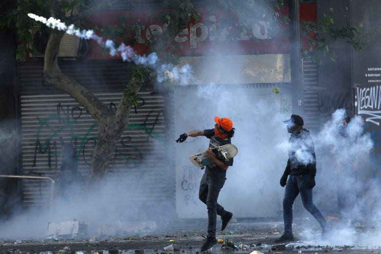 استمرار الاحتجاجات في تشيلي.. وارتفاع عدد القتلى إلى 10 أشخاص