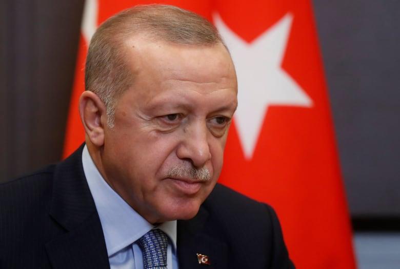 """أردوغان يرد انتقاد """"زملاء روحاني"""" لعملية تركيا بسوريا"""