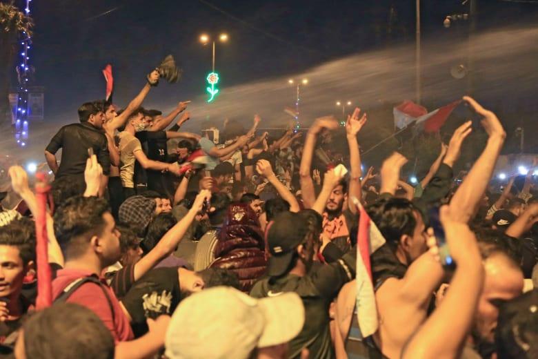 صور مظاهرات العراق.. مصادر لشبكتنا: 12 جثة محروقة في الديوانية.. والقتلى 42 والجرحى 2300
