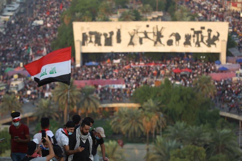 """تداول واسع لمشاهد من مظاهرات """"ساحة التحرير"""" في العراق.. والصدر يوجه رسالة قوية لرئيس الحكومة"""