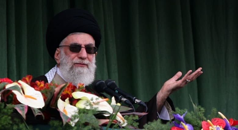 """خامنئي يوجه نصيحة """"للحريصين"""" في لبنان والعراق وسط مظاهرات البلدين"""