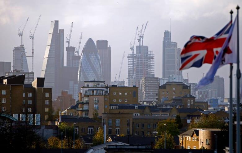 """90 مليار دولار.. تقرير يكشف حجم خسائر اقتصاد بريطانيا في حال إتمام خطة """"بريكست"""" لجونسون"""