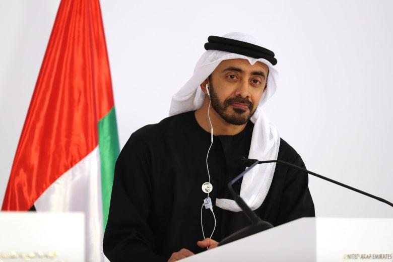 """ممازحة لوزير خارجية الإمارات ورد """"دبلوماسي"""" لطالب سعودي يثير تفاعلا بتويتر"""
