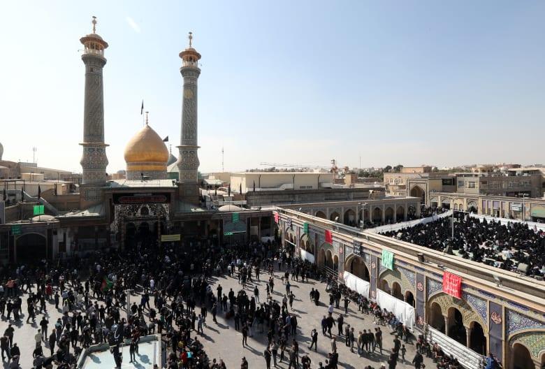 """خطيب الجمعة في طهران يحذر العراقيين واللبنانيين من """"مؤامرات الأعداء"""""""