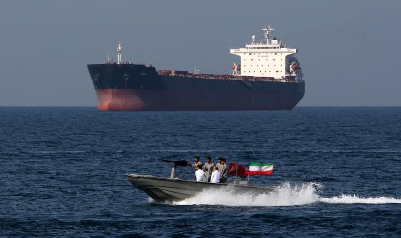 نائب الرئيس الإيراني: صون أمن مضیق هرمز من حقوق طهران السیادیة